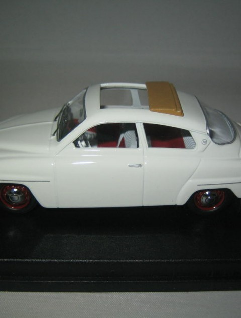 SMNC004 Saab 96 1961 sunroof 1:43 diecast side view