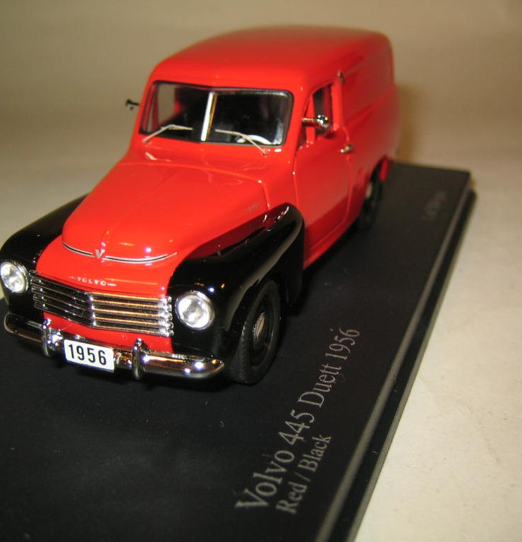 SMNC006 Nordic Collection Troféu Volvo 445 Duett 1956 red/black front view