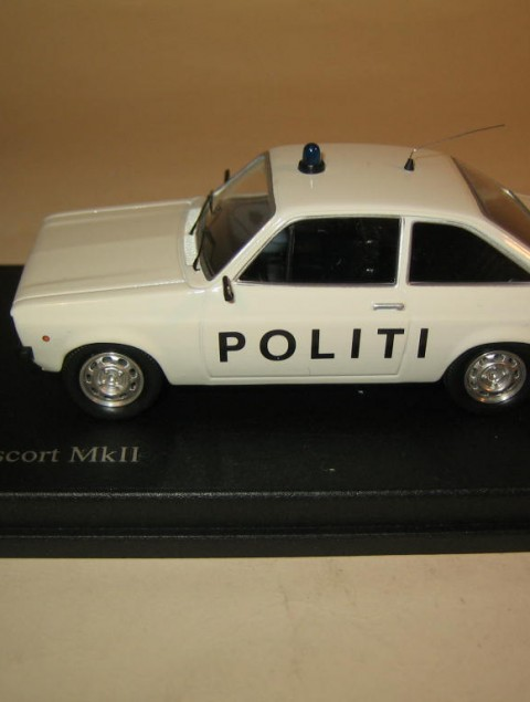 SMNC027 Nordic Collection Troféu Ford Escort MkII Politi, Danish police, side view