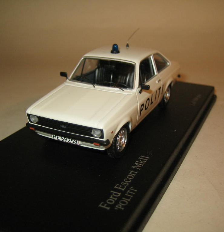 SMNC027 Nordic Collection Troféu Ford Escort MkII Politi, Danish police, front view