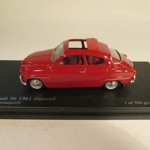 SMNC030 Nordic Collection Troféu Saab 96 1961 Torreador red sunroof side view