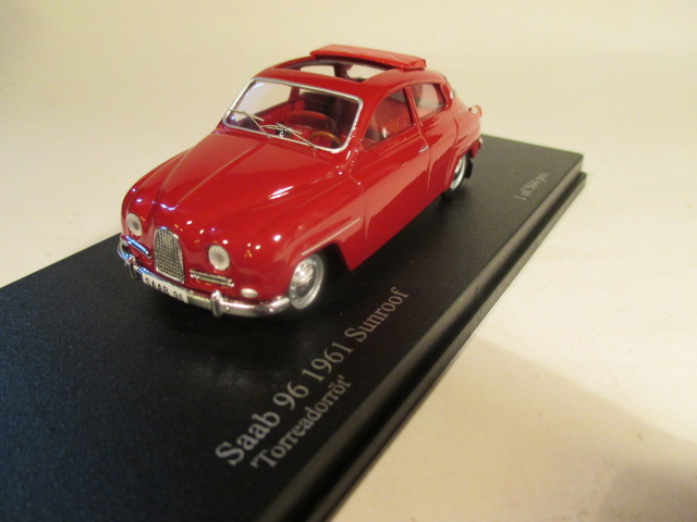 SMNC030 Nordic Collection Troféu Saab 96 1961 Torreador red sunroof front view
